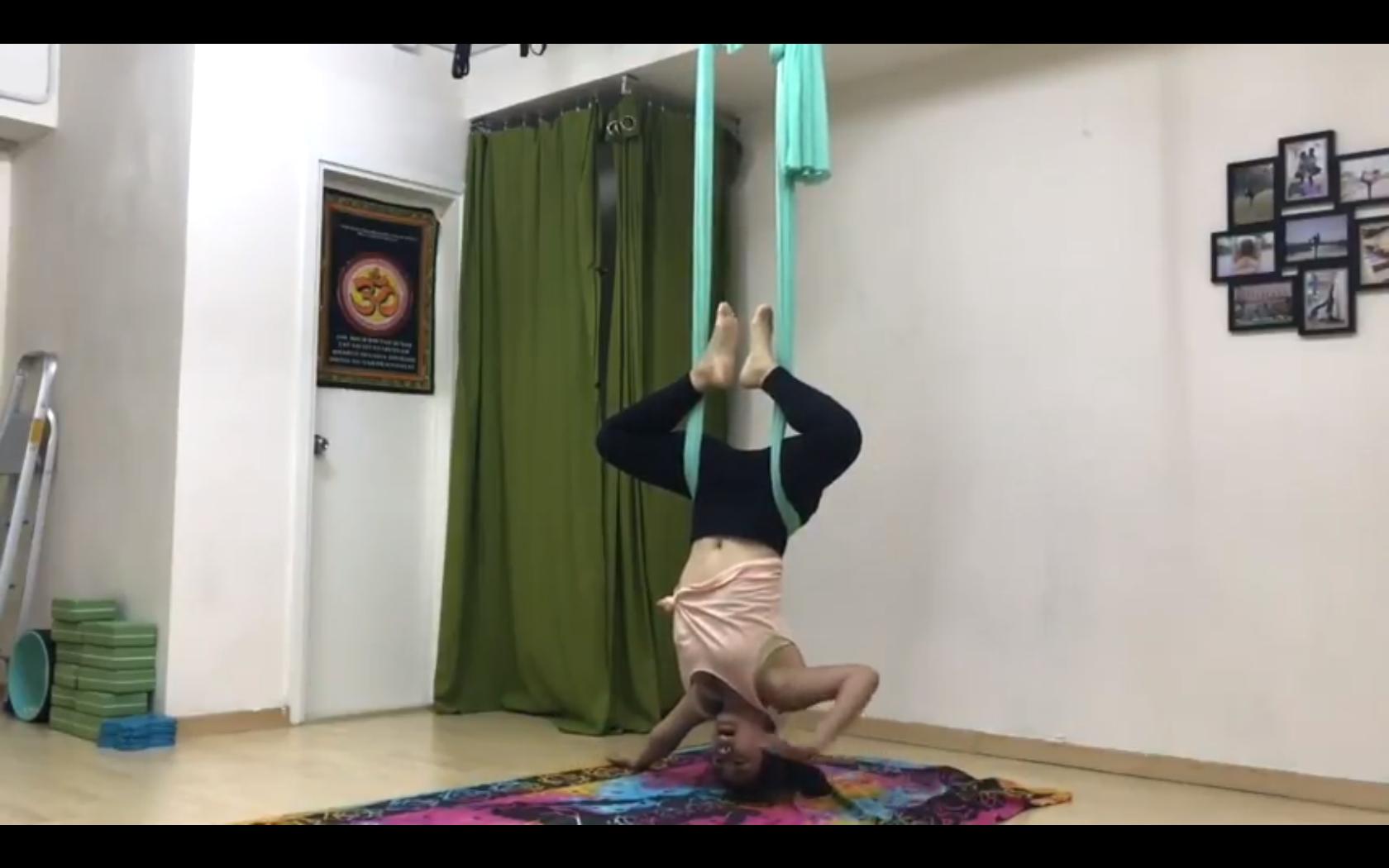YouTube: 【情侶瑜伽】空中瑜伽初學者必看 – 蝴蝶式